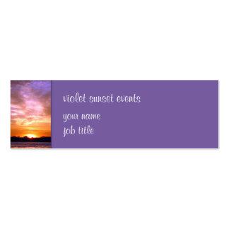 Tarjeta violeta de la pequeña empresa de la puesta