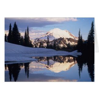 Tarjeta WA, el Monte Rainier NP, el Monte Rainier y nubes