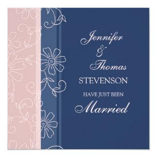 Tarjetas casadas rosadas de la invitación del azul