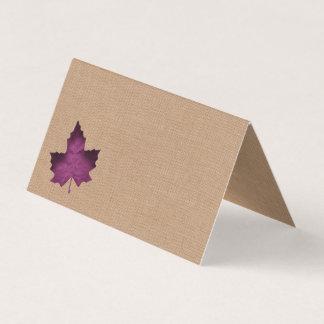 Tarjetas dobladas arpillera púrpura del lugar