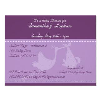 Tarjetas púrpuras de la invitación de la fiesta de