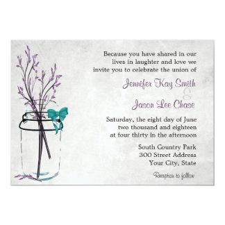 Tarro de albañil con las ramas púrpuras que casan invitación 12,7 x 17,8 cm