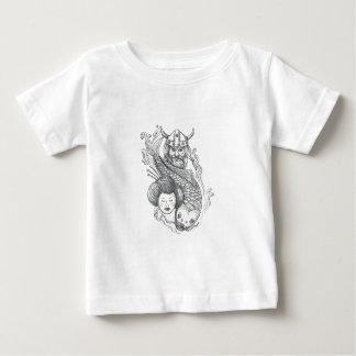 Tatuaje de la cabeza del geisha de la carpa de camiseta de bebé