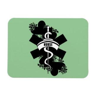 Tatuaje del corazón de la enfermera imán