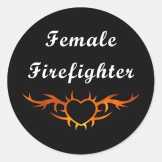 Tatuaje femenino del bombero pegatina redonda