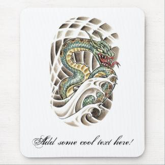 Tatuaje oriental fresco de la serpiente de agua alfombrilla de ratón