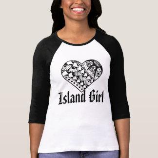 Tatuaje polinesio del corazón del chica de la isla camisetas