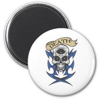 Tatuaje tribal azul del cráneo de la muerte imán redondo 5 cm