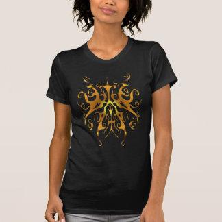 Tatuaje tribal de la mariposa surrealista - oro camiseta