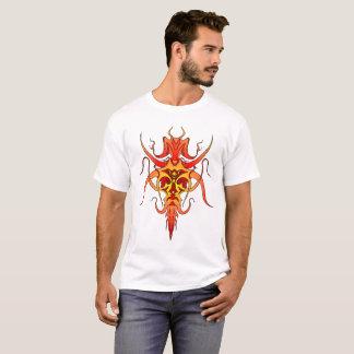 Tatuaje tribal del demonio - rojo y amarillo camiseta