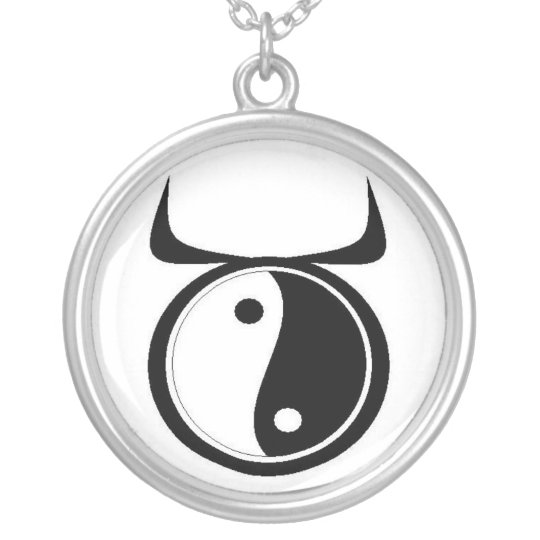Tauro de Yin-Yang Collar Plateado