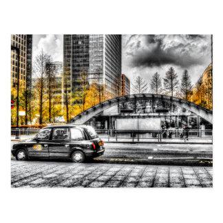 Taxi en el muelle amarillo postal
