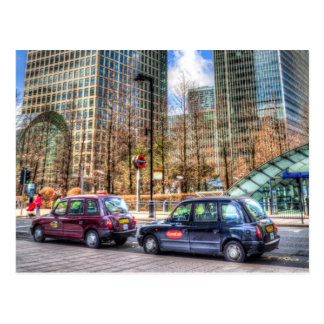 Taxis en el muelle amarillo postal