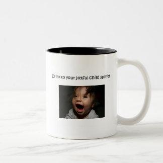taza alegre del alcohol del niño