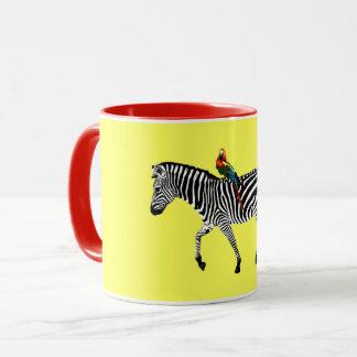 """Taza amarilla de la """"cebra y del loro"""""""