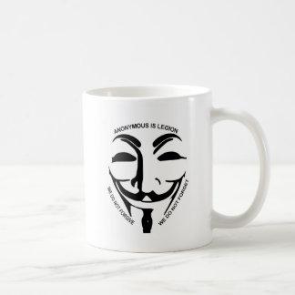 Taza anónima del café con leche