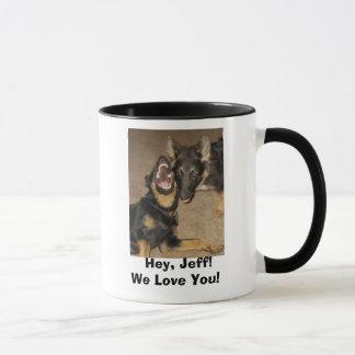 Taza ¡Aullido del perrito, ey, Jeff! ¡Le amamos!