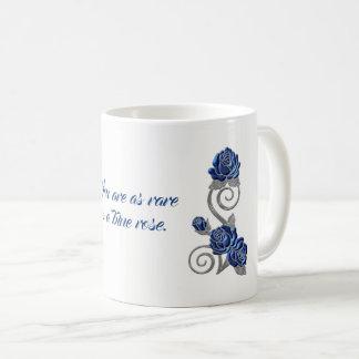 Taza azul del regalo del sentimiento de los rosas