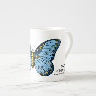 """Taza azul elevada """"estancia"""" de la mariposa"""