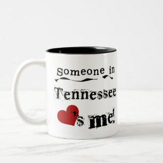 Taza Bicolor Alguien en Tennessee me ama