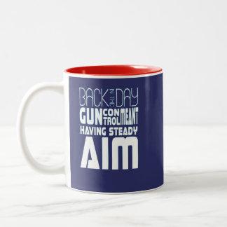 Taza Bicolor Control de armas significado teniendo objetivo