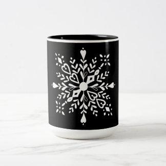 Taza Bicolor Diseño blanco negro del invierno del copo de nieve