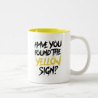 Taza Bicolor El rey en amarillo le tiene encontrar la muestra