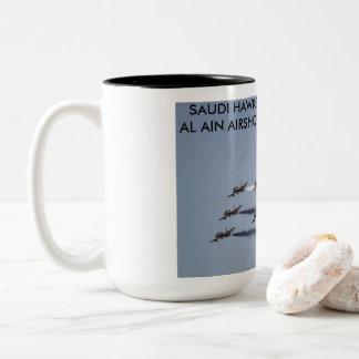 Taza Bicolor El saudí Hawks la ejecución en Al Ain Airshow, UAE