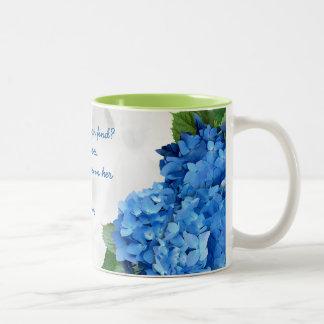 Taza Bicolor Esposa floral azul de la escritura noble del