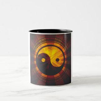 Taza Bicolor Impresión del símbolo de Yin Yang del vintage