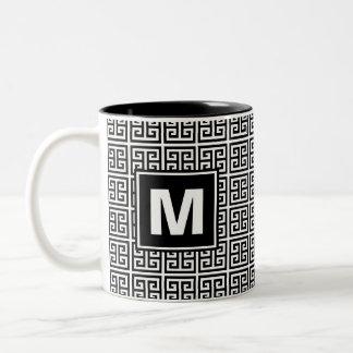 Taza Bicolor Monograma dominante griego blanco y negro moderno