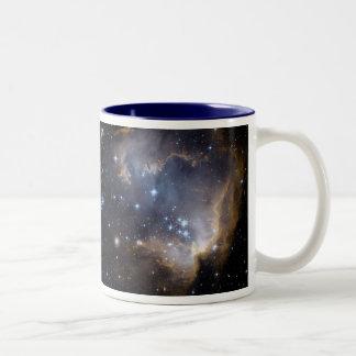 Taza Bicolor NASA brillante de las estrellas de NGC 602