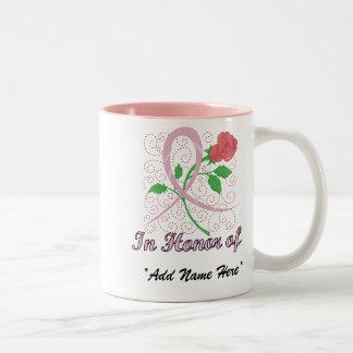 Taza Bicolor Personalizable del cáncer de pecho en honor de la