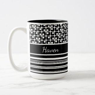 Taza Bicolor Rayas negras y blancas y cuadrados retros
