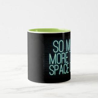 Taza Bicolor Tanto más que el polvo del espacio