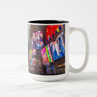 Taza Bicolor Times Square lluvioso
