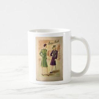 Taza blanca clásica de las señoras del vintage
