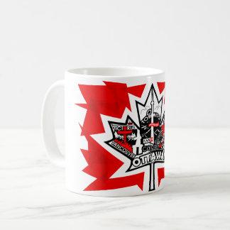 Taza blanca con la hoja de arce de Canadá