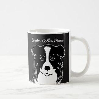 Taza blanco y negro de la mamá del border collie