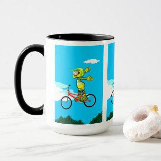 Taza BMX  niño en su bicicleta levantando vuelo