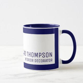 Taza café-taza profesional de la decoración con la
