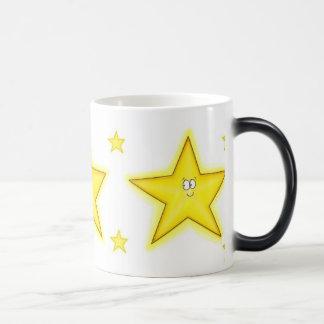 Taza caprichosa cambiante de la estrella del color