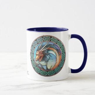Taza céltica del dragón del arte