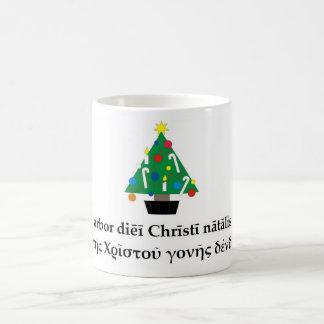 Taza clásica del árbol de navidad