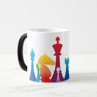 Taza colorida del ajedrez