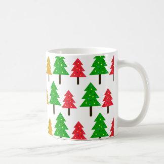 Taza colorida del árbol de navidad