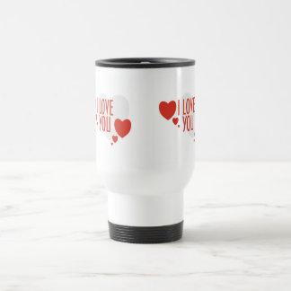 """Taza con formas rojas del corazón y """"te amo """""""