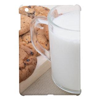 Taza con las galletas de la leche y de harina de
