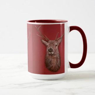 Taza contemporánea del macho del ciervo común de