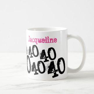 Taza De Café 40.o rosa personalizado del cumpleaños